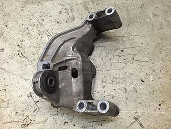 Used Engine Mount Bracket R50 R53